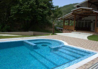 Частный переливной бассейн в Абхазии