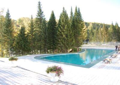 Открытый бассейн в республике Алтай, гостиница Корона Алтая