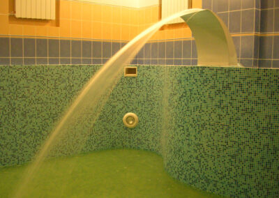 Скиммерный бассейн в коммерческой сауне